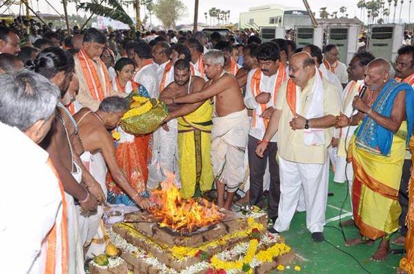 AP CM upbeat over Amaravati's grandeur, seeks people's support