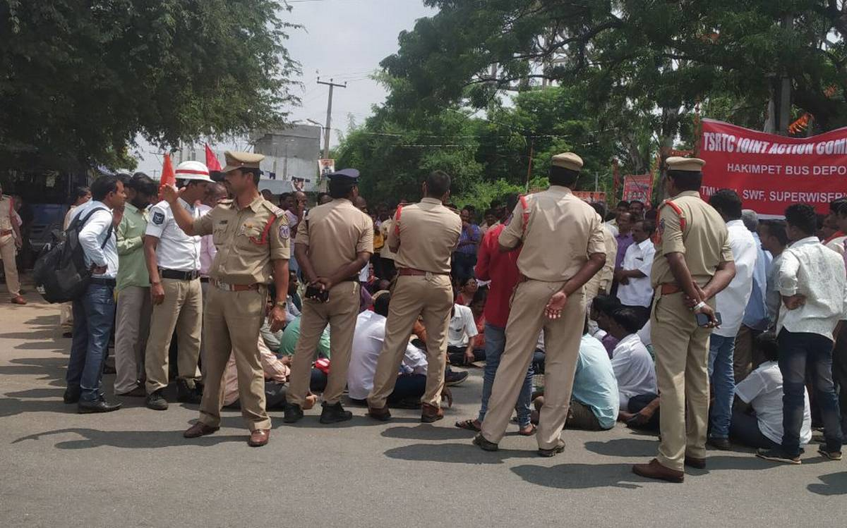 Government-RTC strikers standoff continues