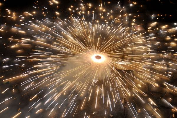 Ban on crackers in public places for Diwali