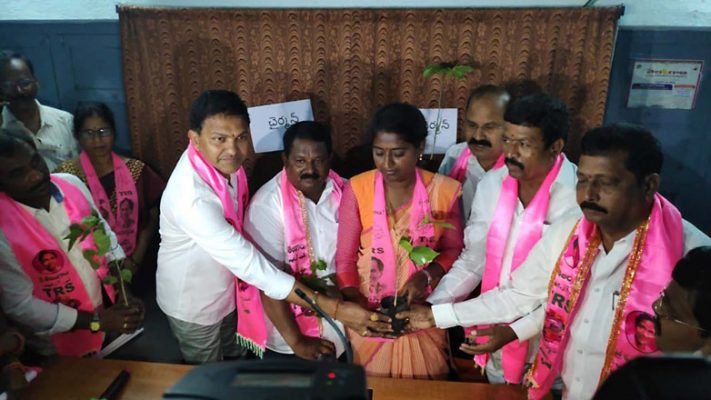 TRS wins Chairman, Vice Chairperson posts of Nereducharla Municipality