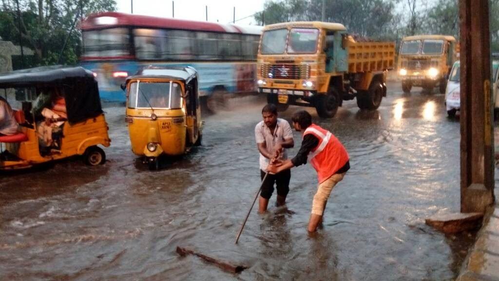 Heavy rains lash Hyderabad