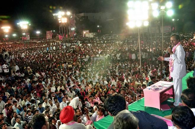 KCR sounds poll bugle,attacks Congress