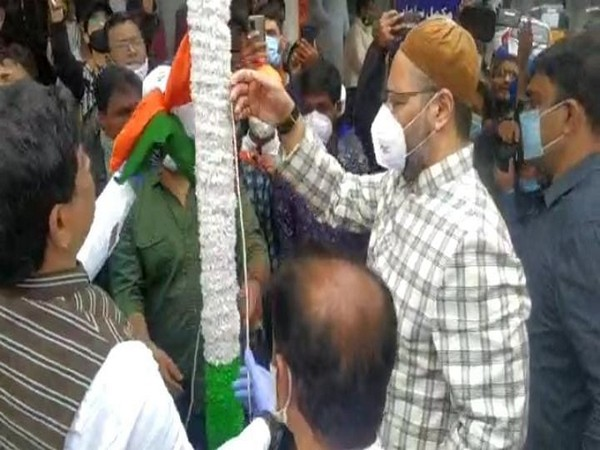 Owaisi hosted National Flag at Madina circle