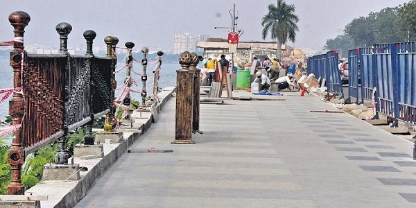 Specially designed cast iron railings, grills and aligned designer lamp posts on the Tank Bund side to go