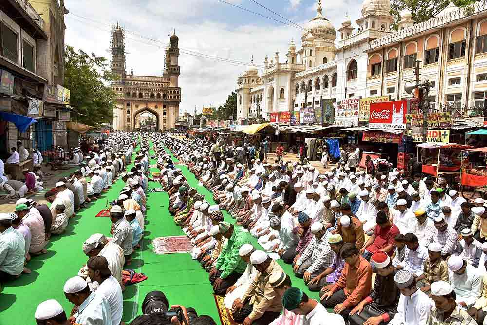 no-mass-juma-tul-vida-prayers-at-hyderabads-historic-mecca-masjid-first-time-in-423-years