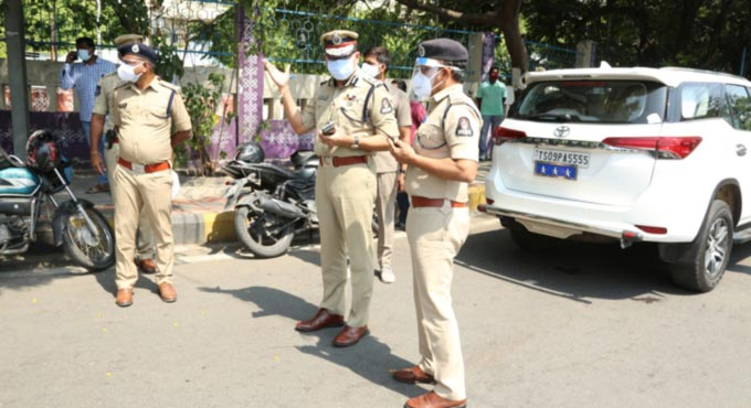 City Police Commissioner Anjani Kumar visits several checkposts and supervised bandobast for enforcement of lockdown