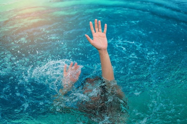 Teenager drowns in pond on city outskirts