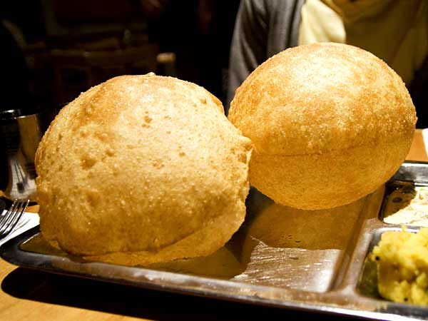 Puri gets late, chef throws hot oil on angry customer's face in Hyderabad