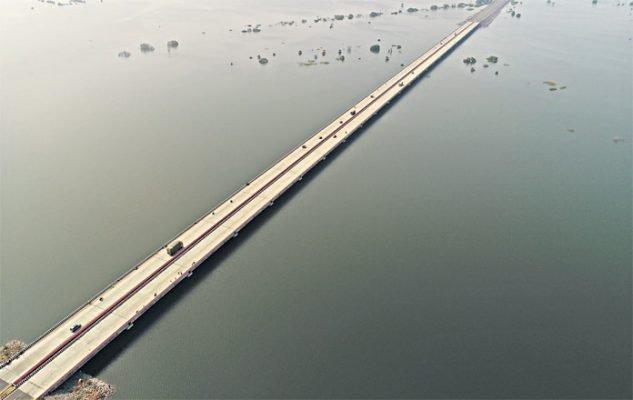 ktrasksofficialstoconstructaroadcumrailwaybridgeacrossthebackwatersofmidmanairreservoir
