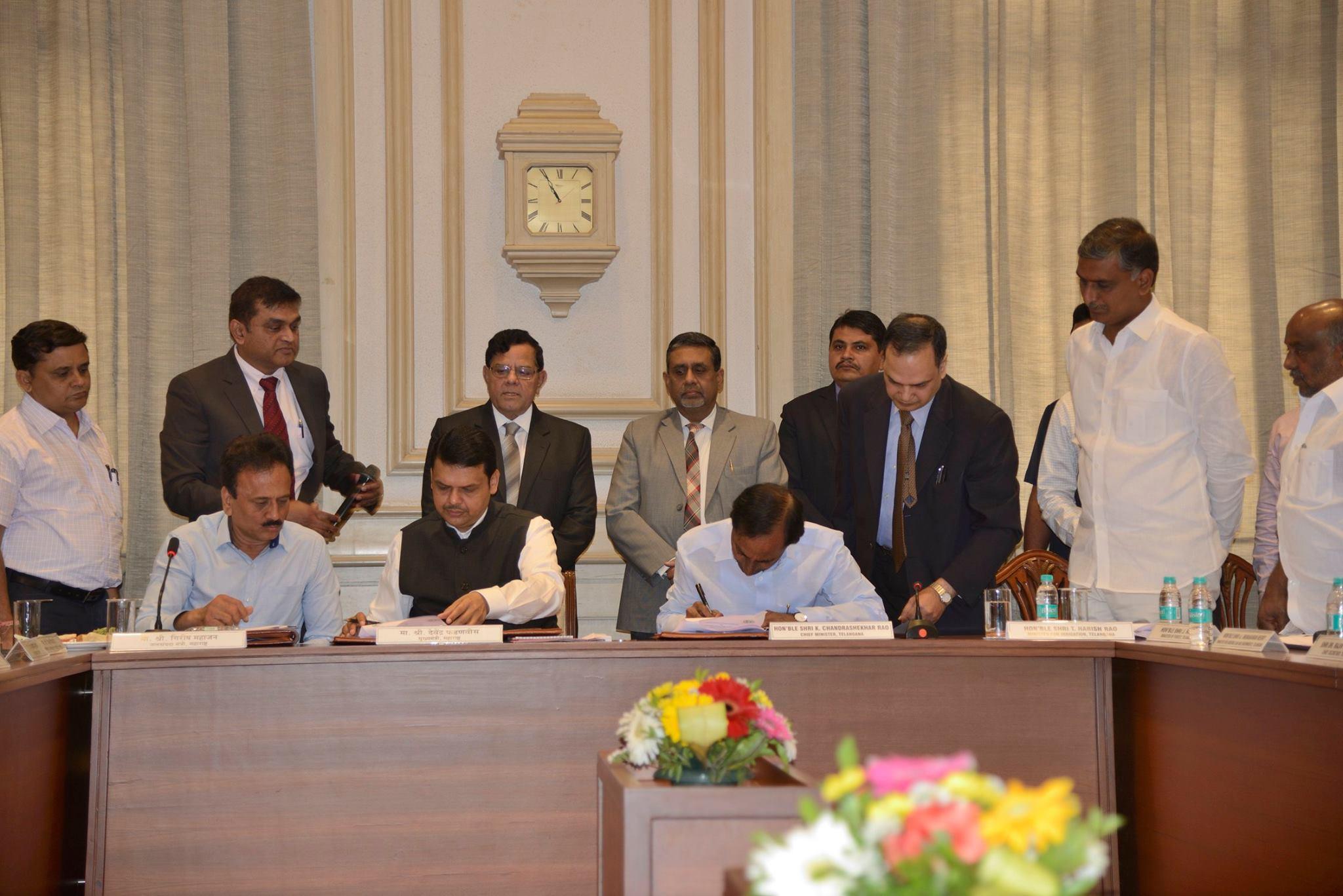 KCR thanks Fadnavis; Says after TS, AP can draw Godavari waters
