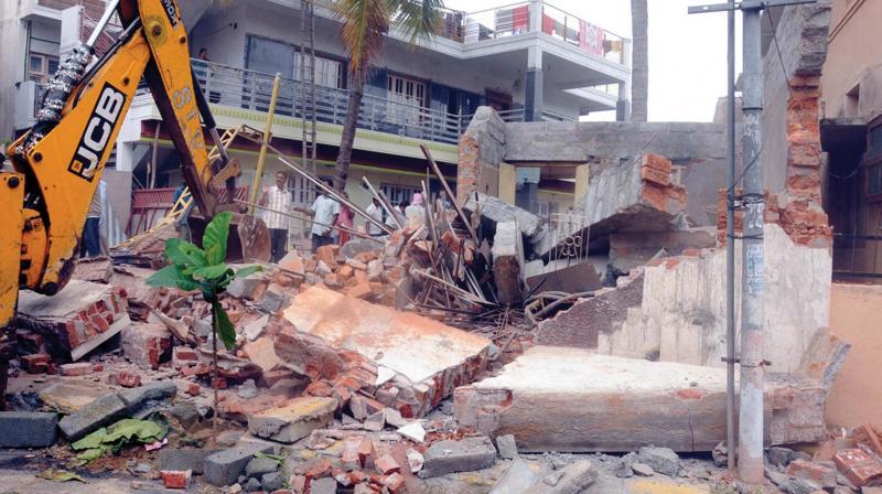 GHMC razes dilapidated buildings across Hyderabad city