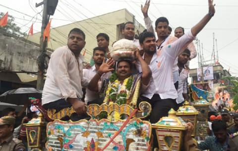 Balapur Ganesh laddu fetches a whopping Rs.14.65 lakh