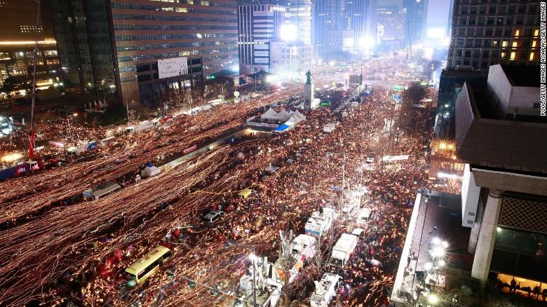 growingsouthkoreanprotestsdemandpresidentparksresignation