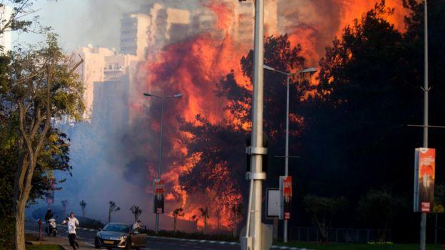 israelfires:tensofthousandsfleeasfireshithaifa