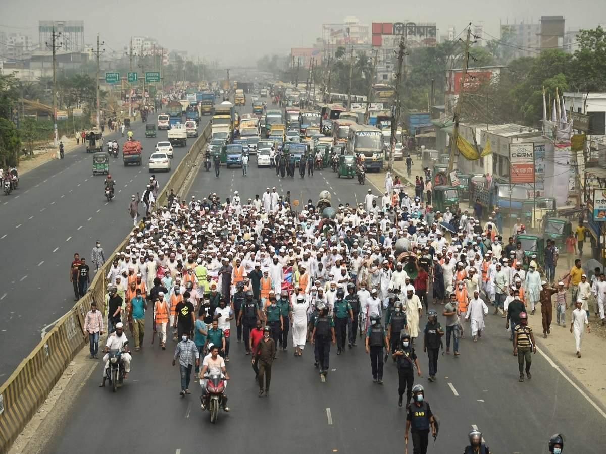 3deadinclashesfollowingreporteddesecrationofholybookinbangladesh