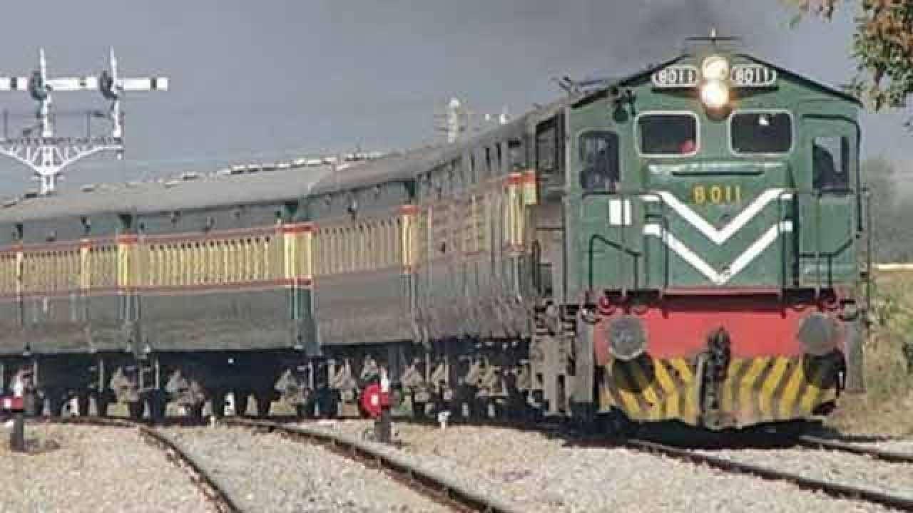 Pakistan suspends Samjhauta Express train service