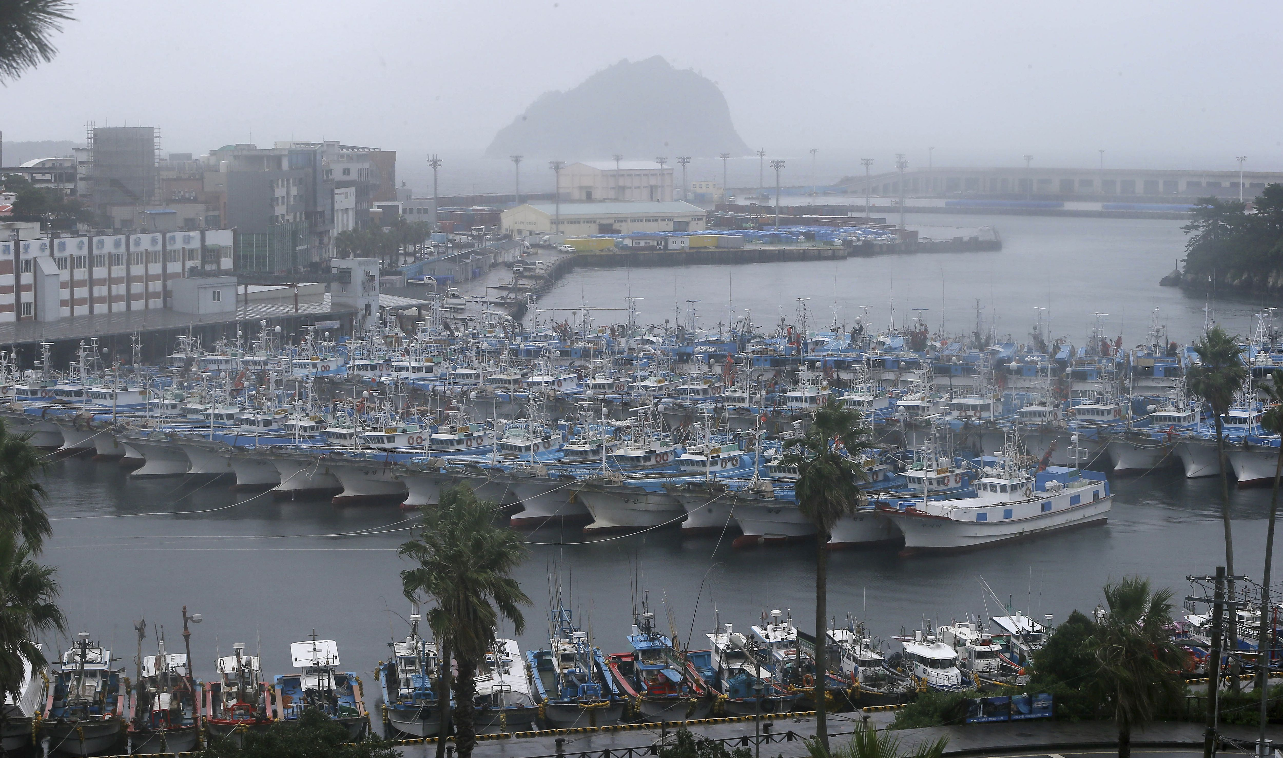 Korean Peninsula awaits typhoon