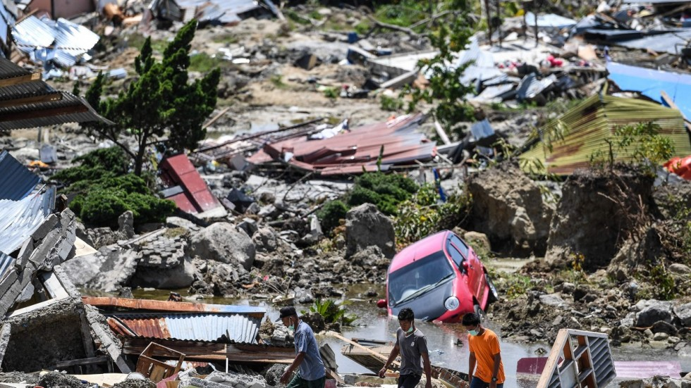 7 people killed, over 8,000 flee homes as quakes, landslides hit Indonesia