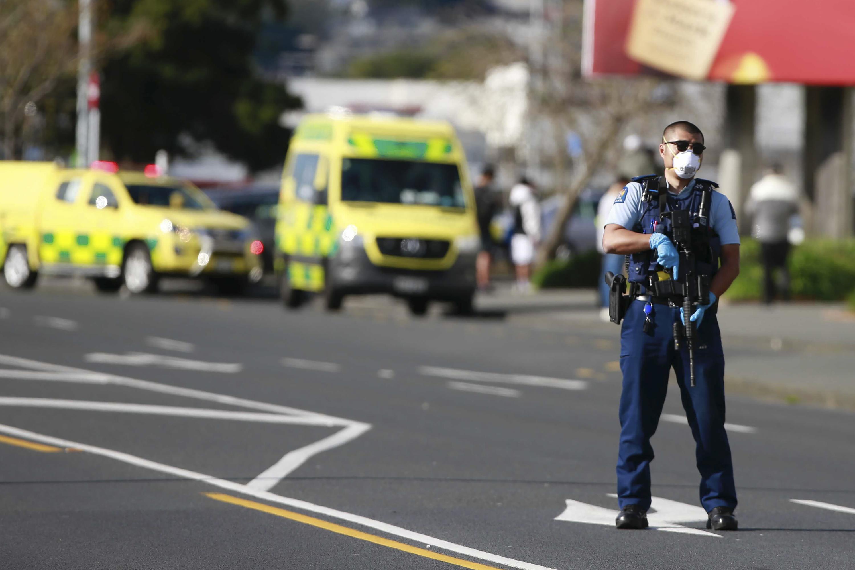 newzealandpolicekillterroristafterhestabs6people