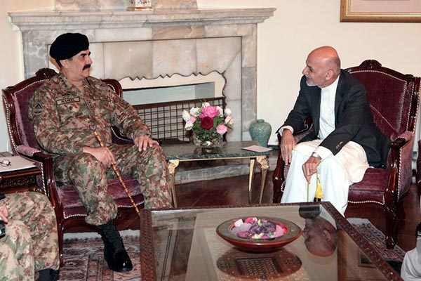 Pak army chief talks with Afghanistan President Ashraf Ghani