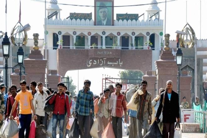 Pakistan hands over 78 prisoners to India