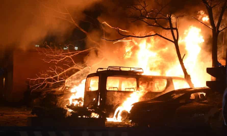 Bomb explosion at luxury hotel in Pakistan kills four people