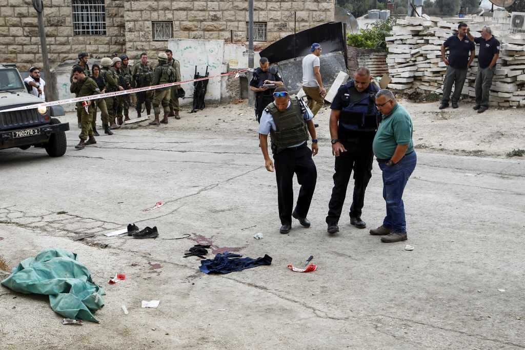 Palestinian attacks Israeli soldier in Hebron, is shot dead