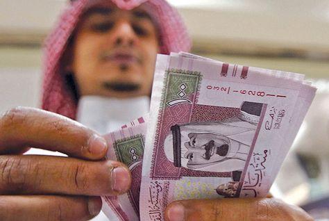 Saudi Arabia cuts 2016 budget deficit, to boost 2017 spending