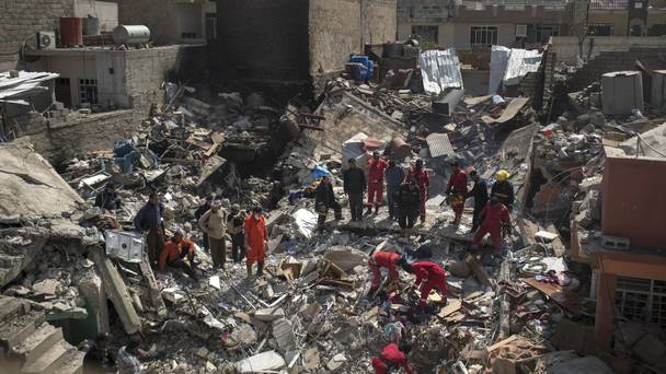iraq:airstrikeskillover100isismilitantsnearsyriaborder