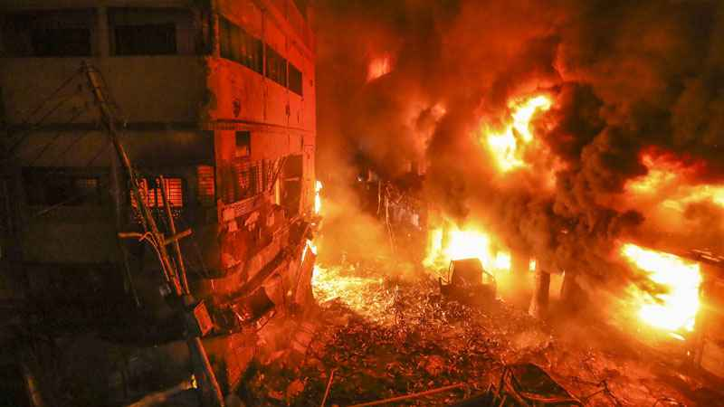 death-toll-rises-to-81-in-fire-accident-in-dhaka