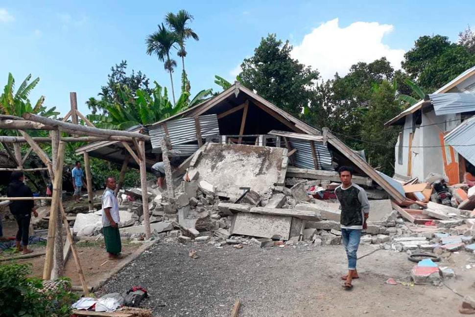 Strong quake hits Indonesian island, killing at least 14