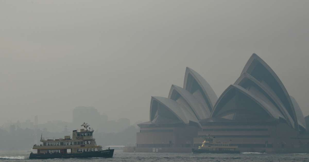 Wildfires engulf Australian city of Sydney