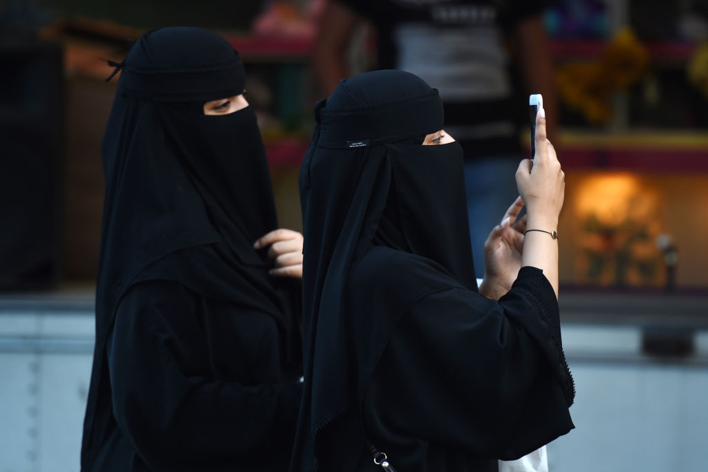 Saudi women to be notified of divorce via text message under new law