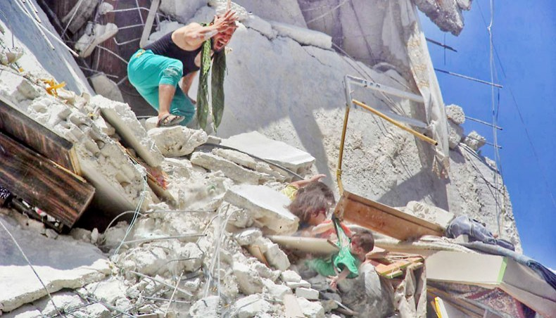 Syrian girls captured in viral photo fight for survival