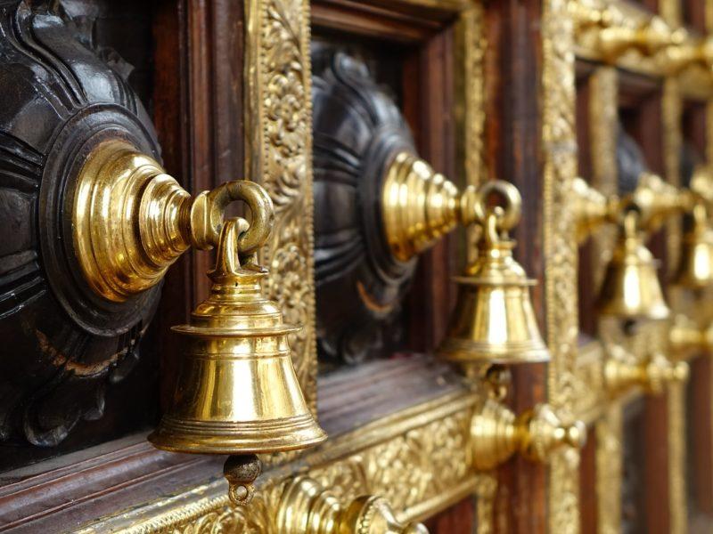 Pak Hindus allowed to worship at Shiva temple
