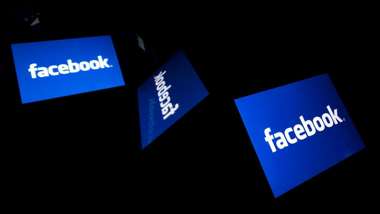 facebookremovestrumpaddisguisedascensusmessage