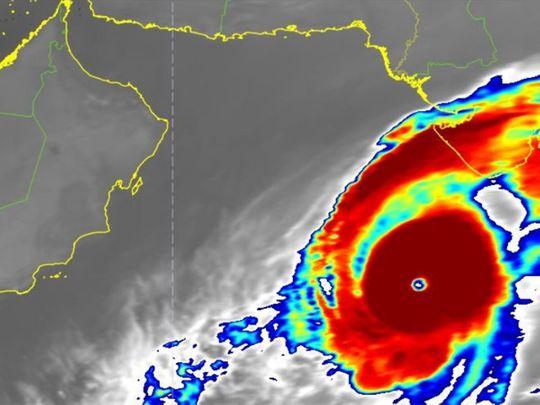 uaeweather:tropicalcyclonekyarrresultsinroughseaconditionsespeciallyinfujairah