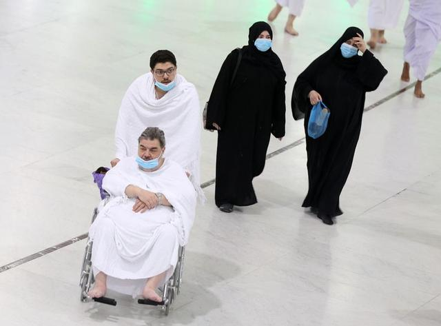 Saudi Arabia bans entry for Umrah pilgrimage over coronavirus threat