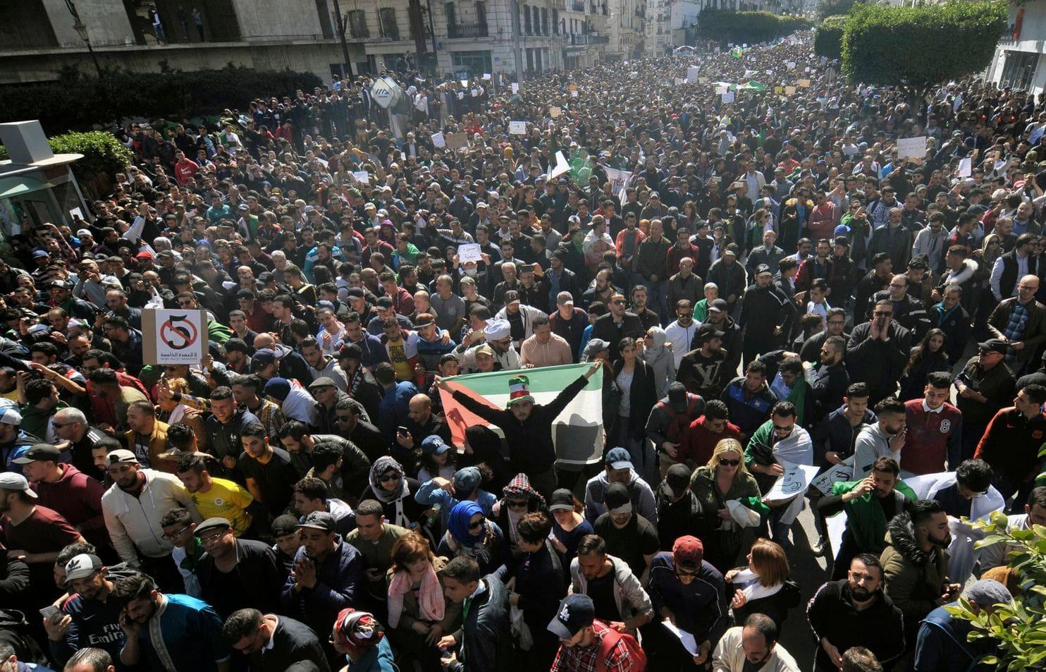 Tens of thousands denounce president