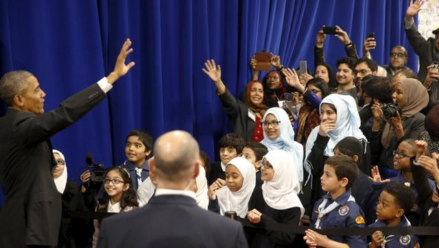 Obama slams anti-Muslim rhetoric during visit to US mosque
