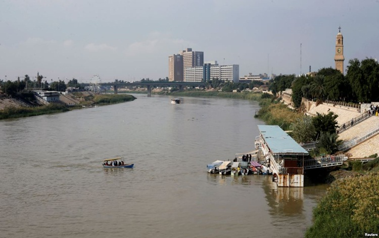 Iraq ferry sinking: Death toll rises to 100