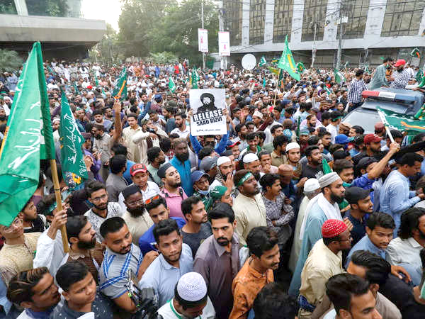Pak releases 350 activists of banned Islamist group