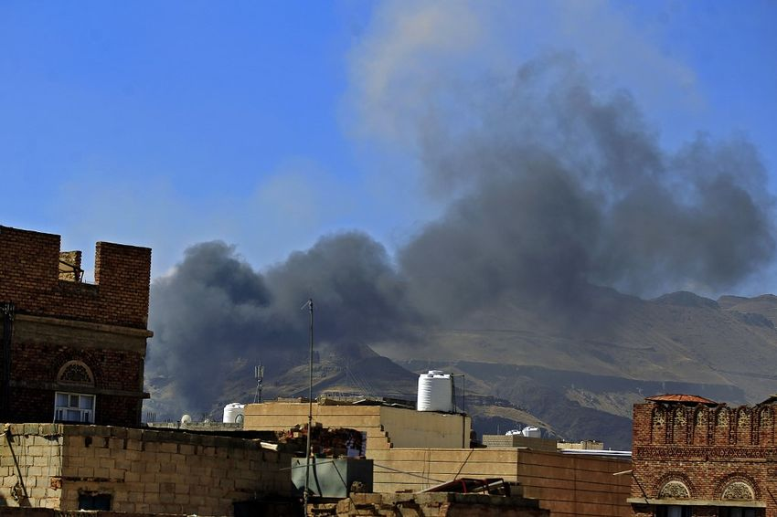 Saudi-led airstrikes hit Houthi camps in Yemen