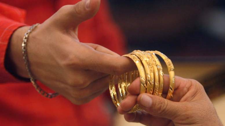 Dubai gold holds near six-week lows, 24K at 143.25
