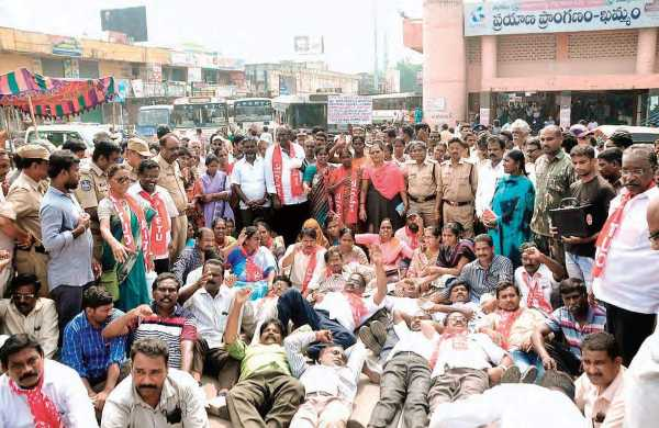 RTC JAC stages protest in front of Minister