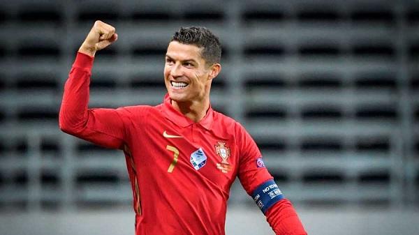 Ronaldo Moving Coca-Cola Bottles at Euro 2020 Leads to Hilarious Memefest