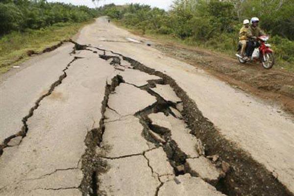 coastofindonesiahitbyearthquakeonwednesdayofsparkingpanic