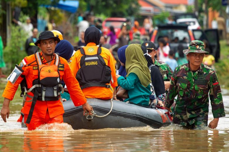 Floods & landslides killed at least 59 people in Indonesia