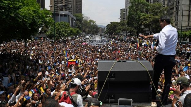 Venezuela crisis: Protesters gather after Guaidó call