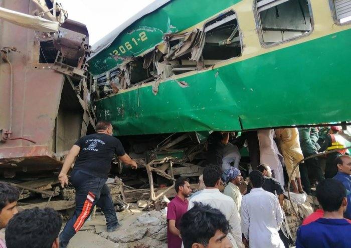 At least 14 killed, 79 injured in Pakistan train collision